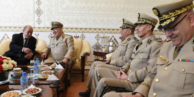 وزير الدفاع الفرنسي جون إيف لودريان ورئيس أركان الجيش الجزائري أحمد قايد صالح