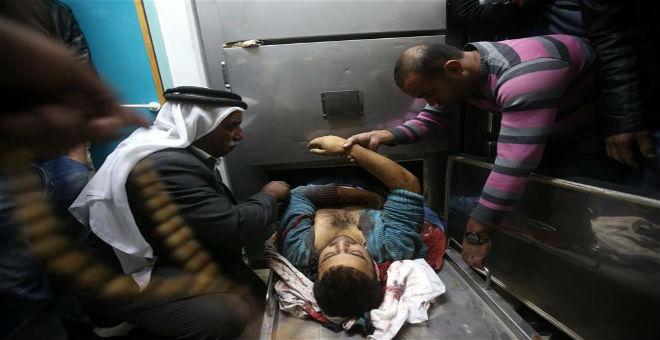 بالصور..وحدة المستعربين تقتل شابا فلسطينيا داخل أحد مستشفيات الخليل