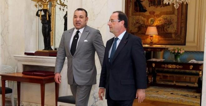 الملك يعزي الرئيس فرانسوا هولاند عقب الهجمات الإرهابية