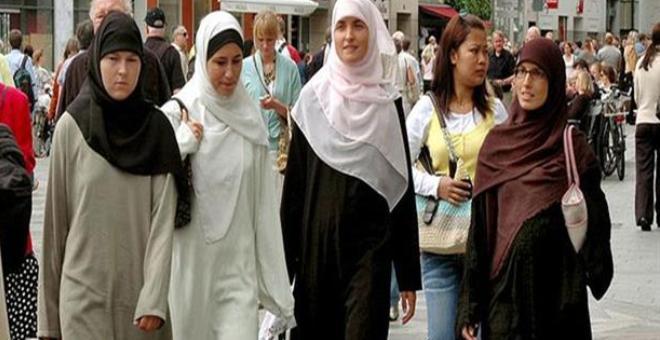مسلمو أوروبا بين نار الإرهاب ونار كارهي الإسلام
