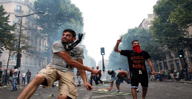 اعتقال 100 شخص تحدوا حظر التظاهر في فرنسا