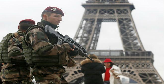 فرنسا: العسكر ينزل إلى الشوارع..وأحياء المسلمين تحت مراقبة مشددة