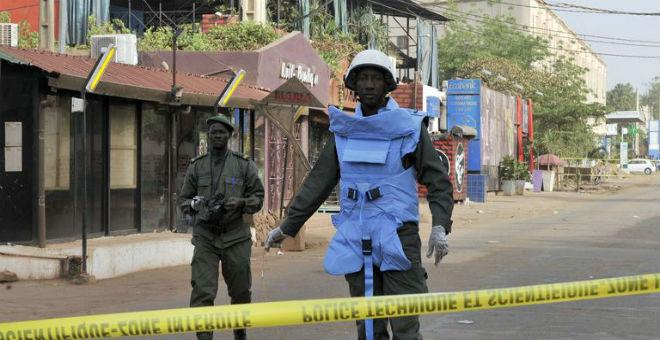 مالي: مسلحون يحتجزون 170 شخصا بفندق بالعاصمة