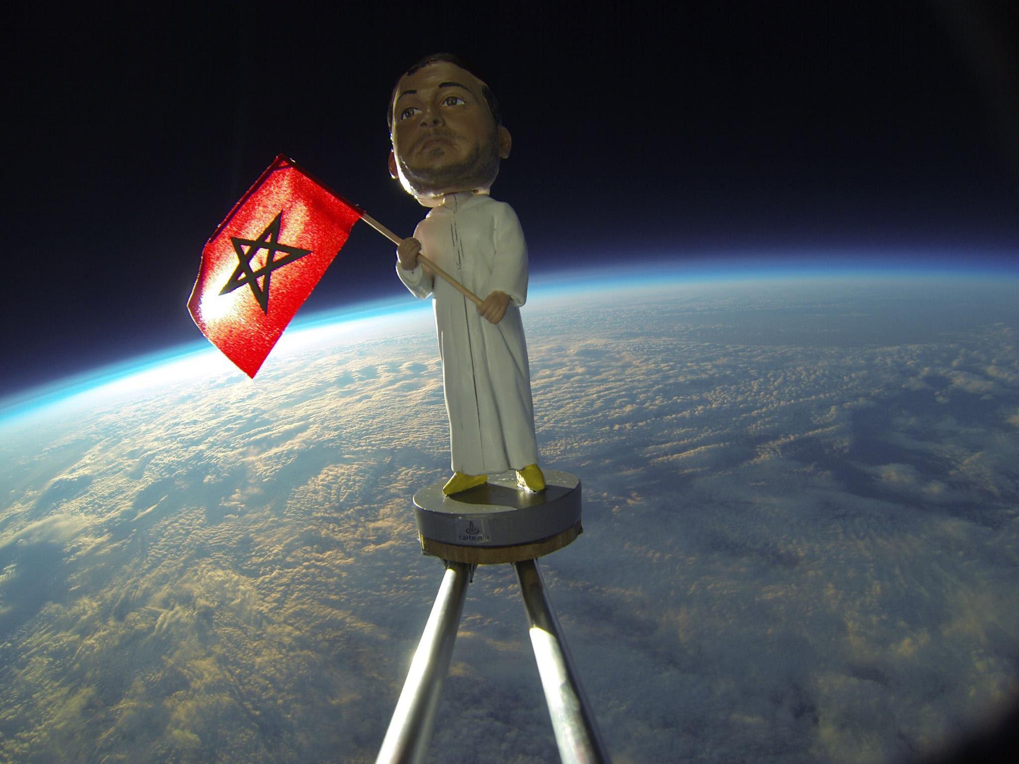 الراية المغربية من الصحراء إلى الفضاء