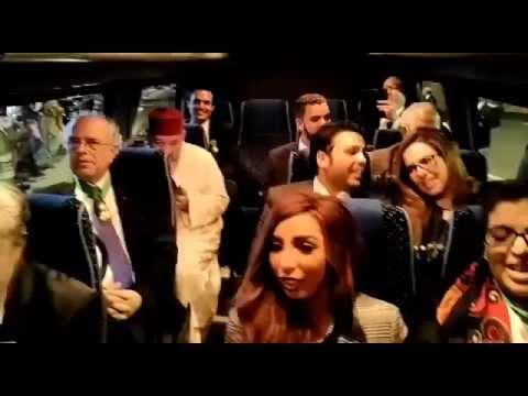 فنانون مغاربة يغنون النشيد الوطني بعد لقاء الملك