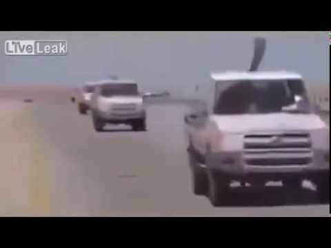 خلافا للادعاءات الغربية: قوافل داعش تحت حماية الأباتشي!!
