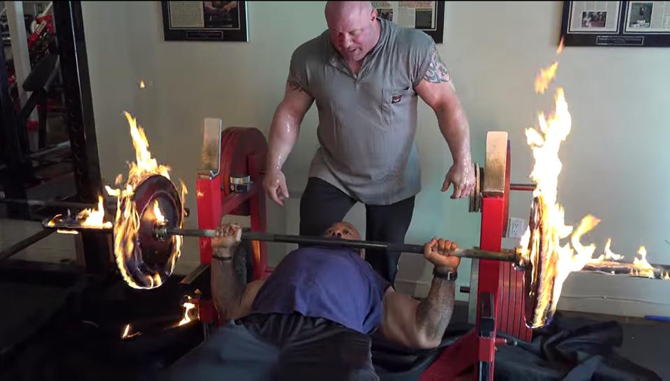 فيديو : تحدي من نوع آخر لأبطال رياضة كمال الآجسام ..