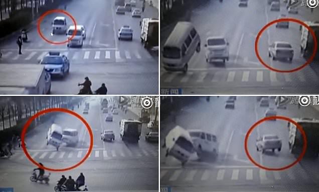 فيديو: قوة غريبة تقلب 3 سيارات بالصين