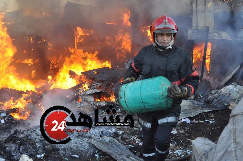 بالصور. حريق مهول يتلف محلات تجارية بسوق تجاري بالبيضاء