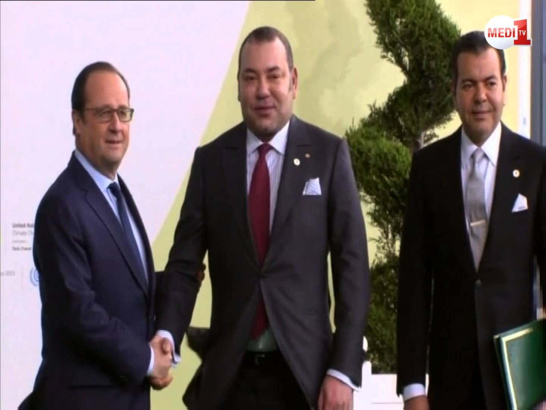 لحظة وصول الملك إلى مقر قمة المناخ بباريس