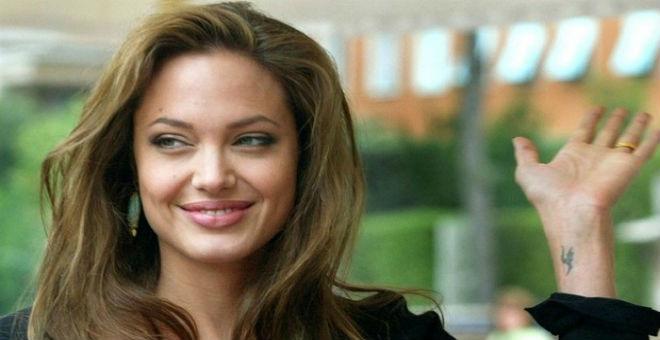 بالصورة.. أنجلينا جولي تنهار خلال حوار صحفي عند سؤالها عن طلاقها