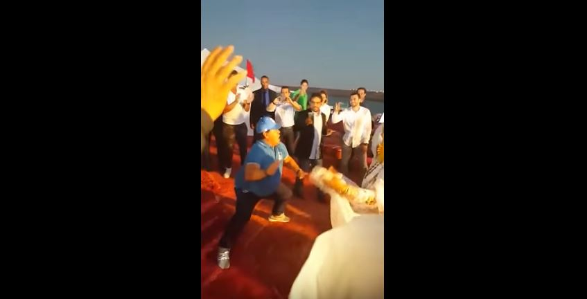 بالفيديو. مارادونا يرقص على إيقاعات
