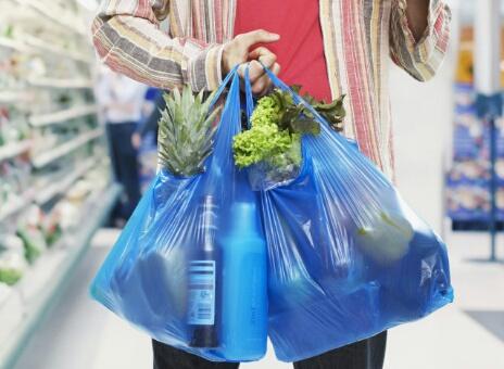 الأكياس البلاستيكية..ما عواقب قرار منعها بالمغرب؟