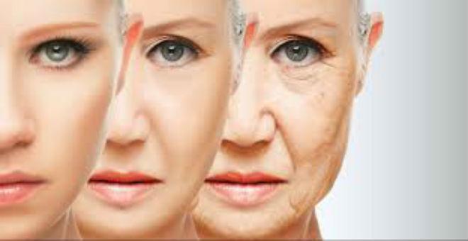 """هذه الأطعمة """"الشهية"""" تجعلك أكبر سنا.. وتسرع الشيخوخة !"""