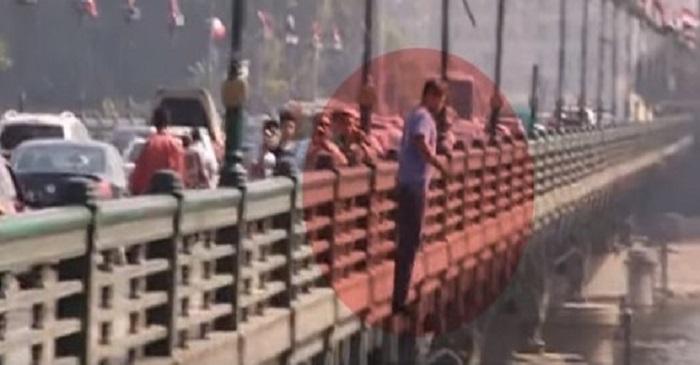 فيديو : مذيع مصري يُقدم على الانتحار !