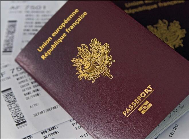 94% من الفرنسيين يؤيدون قرار سحب الجنسية من ''المدانين''