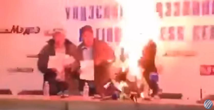 وزير التجارة في منغوليا يحرق نفسه في مؤتمر صحفي بسبب اتهامه بالفساد في بلاده