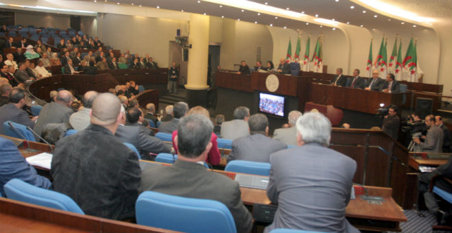 المعارضة الجزائرية تعلن لبوتفليقة رفضها لقانون المالية