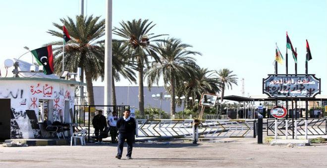 السلطات التونسية تعيد فتح حدودها البرية مع ليبيا