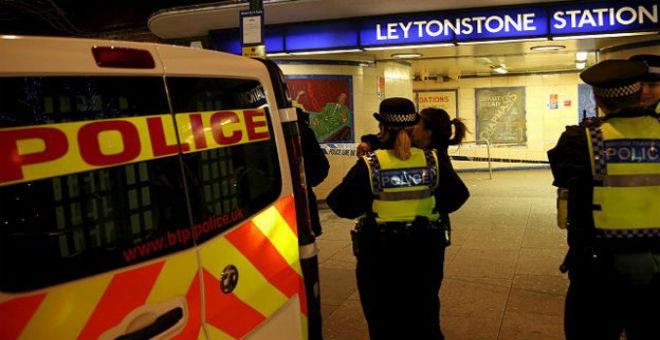 الشرطة البريطانية: حادث الطعن بمحطة قطار الأنفاق