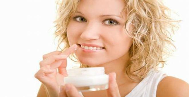 3 علاجات منزلية ستخلصك من الشفاه الداكنة