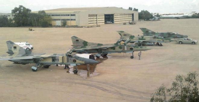 طيران قوات حفتر يقصف مواقع