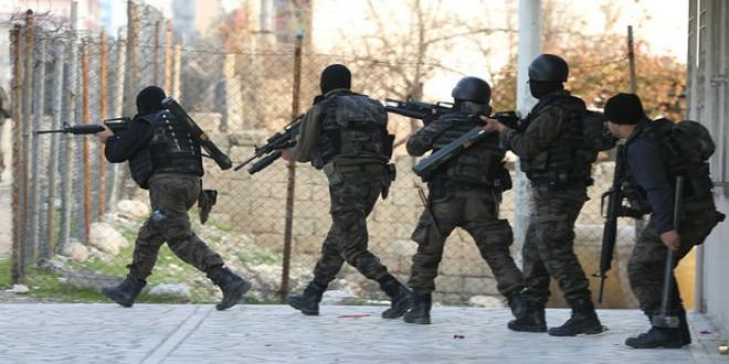 عناصر الجيش التركي ضد حزب العمال