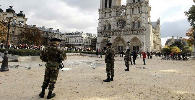 فرنسا تعزز يقظتها الأمنية مع اقتراب أعياد الميلاد