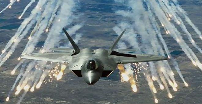 طائرات التحالف تقصف مواقع حيوية تابعة لـ
