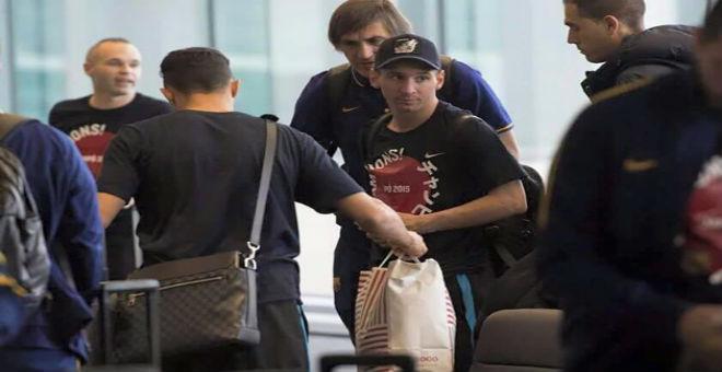 ميسي يتعرض لاعتداء في مطار طوكيو
