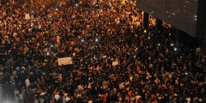 """من مسيرات الشموع في طنجة احتجاجا على """" مانديس"""""""