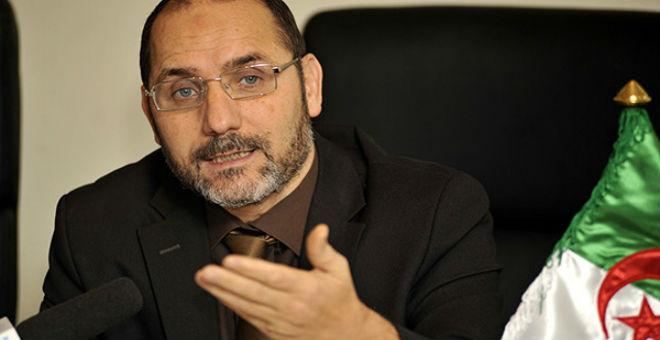 مقري: الدستور الجزائري رفع الرئيس إلى مقام الملوك!!
