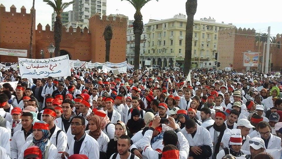 آلاف الأساتذة ينزلون لشوارع الرباط لإسقاط مرسومي بلمختار (صور - فيديو)!