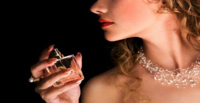 لماذا تختلف رائحة العطر بين شخص وآخر؟