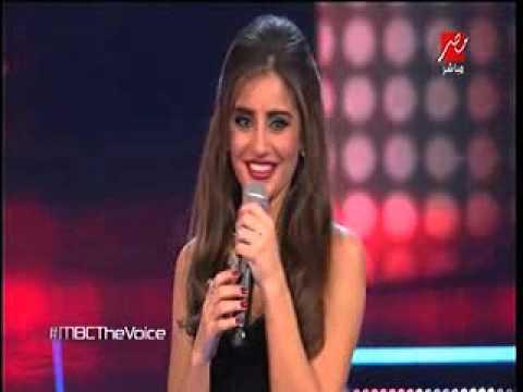 عاصي الحلاني يستغل سيلفي ويقبل مذيعة برنامج The Voice