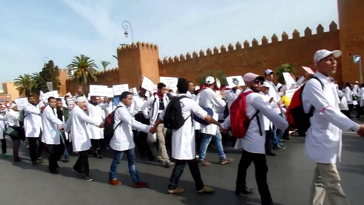 الأساتذة المتدربون في  مسيرة احتجاجية في شوارع الرباط
