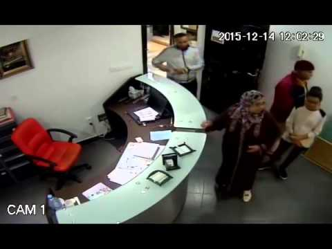 كاميرات المراقبة ترصد سرقة احترافية لهاتف نقال من داخل عيادة