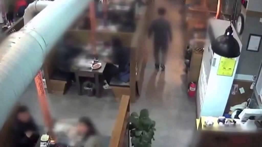 فيديو: لحظة انهيار سقف مطعم فوق الزبائن في كوريا