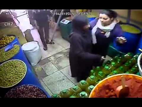 فيديو : عملية سرقة جد فاشلة للزيت من امرأة