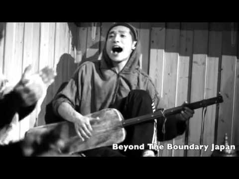 عجيب..فرقة يابانية تغني كناوة