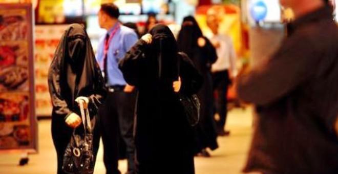 المطلقات والأرامل يحصلن على «بطاقات» للتحرك بشكل مستقل بالسعودية