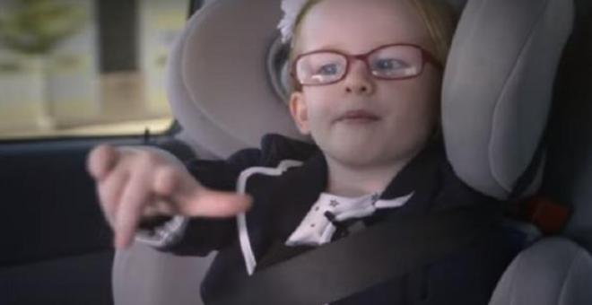 بالفيديو.. طفلة تقود شاحنة وزنها 18 طناً