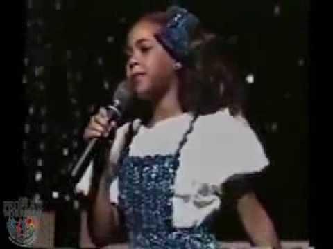 بيونسيه تبهر الجميع وهي تغني في عمر 7 سنوات