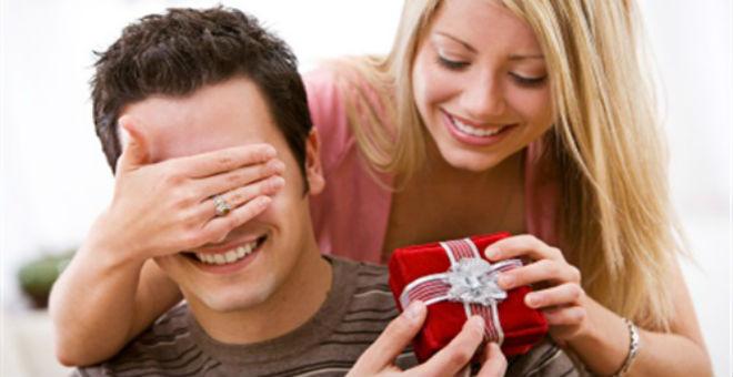 حيل بسيطة تجعلك جذابة بنظر زوجك