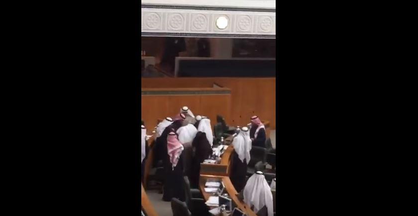 نائب كويتي يلفظ أنفاسه داخل مجلس الأمة في جلسة مباشرة
