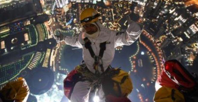 بالفيديو.. هكذا يتم تحضير الألعاب النارية في أطول برج في العالم