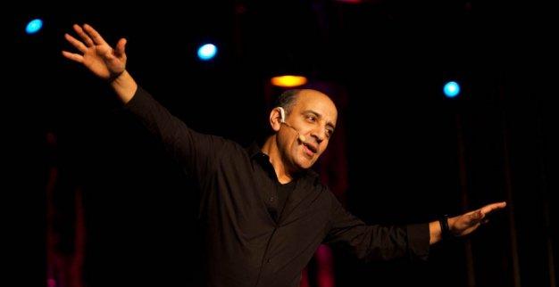 اختيار الكوميدي حسن الفد رجل سنة 2015