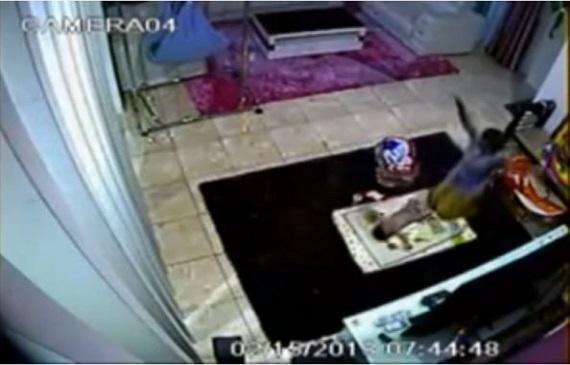 وضعوا كاميرا في غرفة طفلهم فأنظر ماذا وجدوا !
