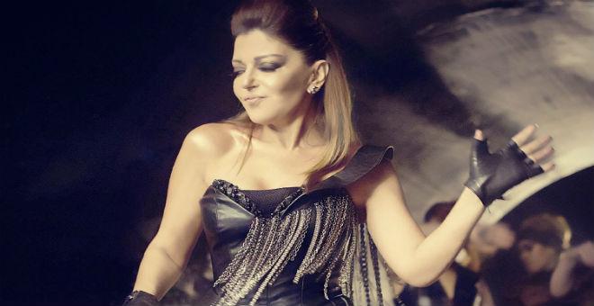 بالفيديو.. شاهد ماذا فعلت سميرة سعيد في زفاف كارمن سليمان!!