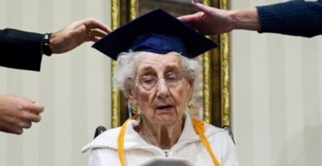 عُمرها 97 عامًا وتحصل على الثانوية!